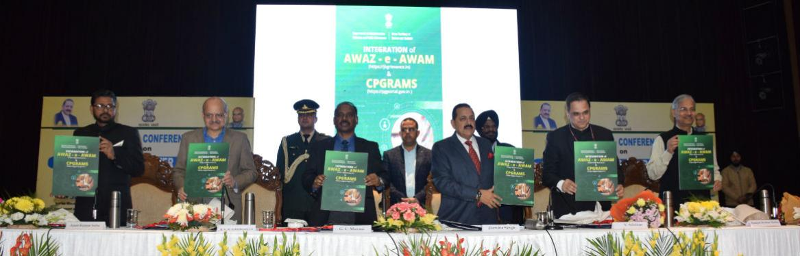 Dr Jitendra Singh, MOS (PP) launching the integration of CPGRAMS of Government of India and Awaaze-Awam Portal of Jammu & Kashmir in the presence of HE Shri GC Murmu, Lt Governor during the Regional Conference on 'Ek Bharat Shreshta Bharat' with focus on Jal Shakti and Disaster Management held in Jammu on 30.11.2019